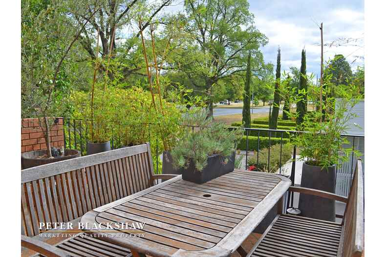 2/99 Canberra Avenue Griffith