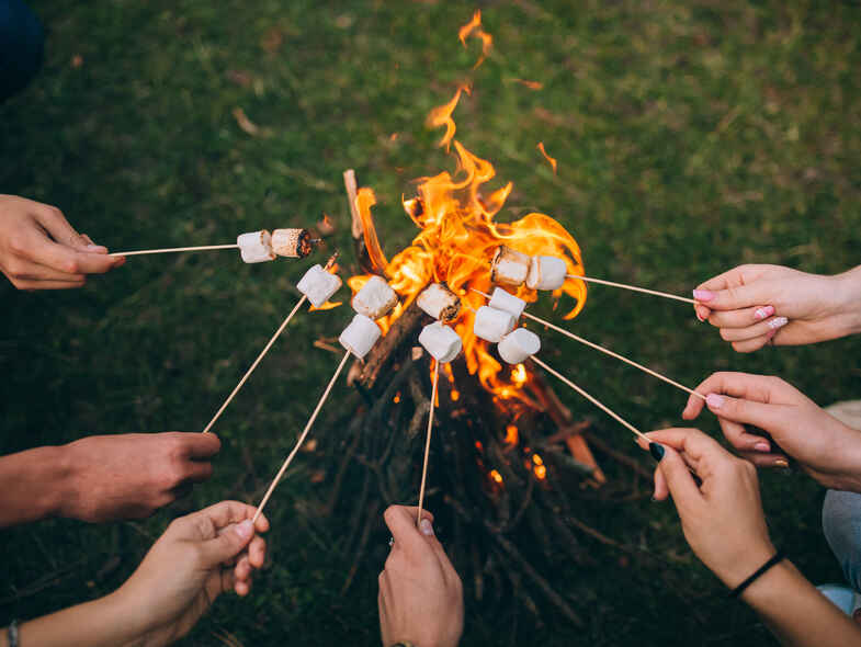 How to Host a Cosy Outdoor Winter Party